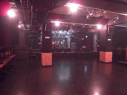 Redbox_black_stage